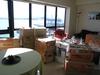 Das Wohnzimmer voll mit Kartons